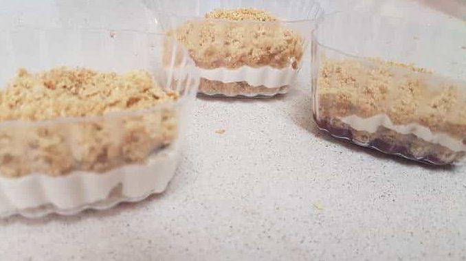 קינוחי כוסות עוגת גבינה פירורים - מתכון של מירב סהר