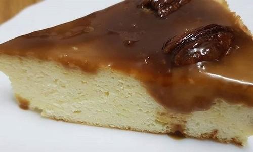 עוגת גבינה בציפוי ריבת חלב ופקאן שיטת ה-30
